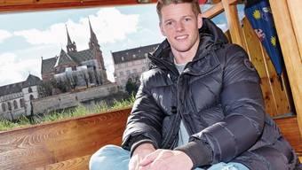 Jonas Omlin sagt auf der Münster-Fähri: «Ich kann gut am Rhein entspannen, auch wenn ich ab und zu angesprochen werde.»