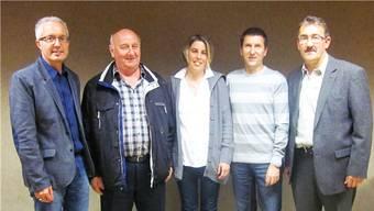 Martin Steinacher (abtretender Gansinger Gemeindeammann), Willi Hauser, Judith Boutellier, Heinz Bertschi und Mario Hüsler, neuer Gemeindeammann ab 1. Januar 2014 (von links). – Foto: pb