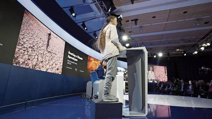 Greta Thunberg hält an einer Diskussionsrunde des WEF den Managern eine Standpauke.