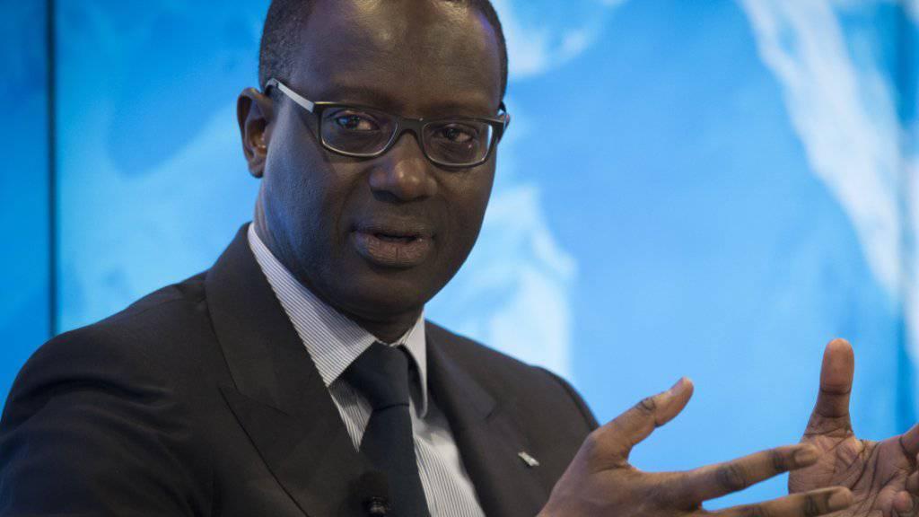 Während die Credit Suisse 2016 einen Verlust von 2,7 Milliarden Franken schrieb, erhielt ihr Chef Tidjane Thiam ein Gehalt von 11,9 Millionen Franken. Dagegen regt sich nun Widerstand. (Archiv)