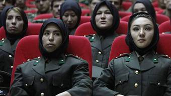 Einige der weiblichen Offiziere