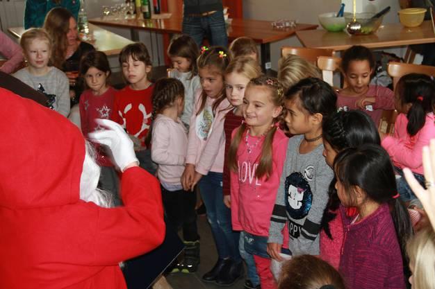 Vereinsanlass: Beim jährlichen Chlaushock - der Samichlaus lobt die Jüngsten.