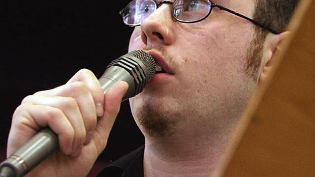 Jürg Halter am Mikrofon (Archiv)