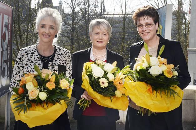 Die drei neuen Zürcher Regierungsrätinnen Carmen Walker Späh, links, FDP, Jacqueline Fehr, Mitte, (SP), und Silvia Steiner, rechts, (CVP)