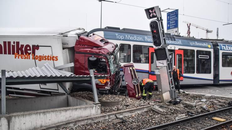 Am 19. Oktober 2018 hat ein Lastwagen auf dem Mutschellen beim Abbiegen in Richtung Berikon das Rotlicht missachtet und ist mit einer Zugskomposition der Bremgarten-Dietikon Bahn kollidiert.