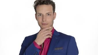 """""""Bachelorette""""-Kandidat Olivier aus dem Kanton Bern ist Energietherapeut - laut 3+ """"Medium, Heiler und Mentalist"""". Hinter den Kulissen der Sendung habe er mehrere Bobos von Konkurrenten behandelt, sagt er. (3+)"""