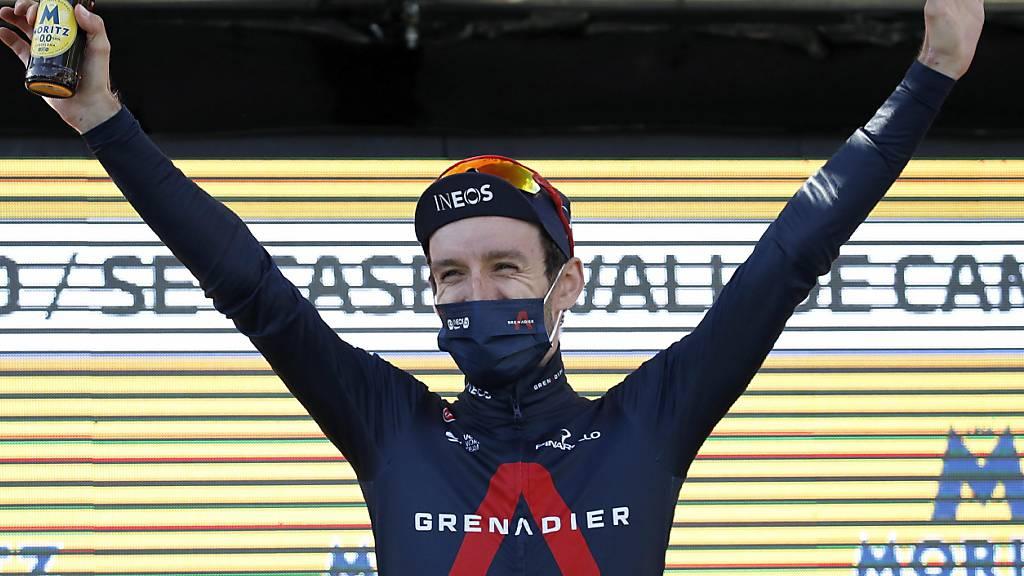 Adam Yates darf sich freuen. Der Brite hielt sich auch in der Königsetappe an der Spitze der Katalonien-Rundfahrt