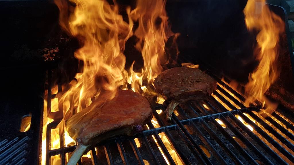 Das Fleisch verschliesst seine Poren, wenn man es zu schnell anbrät