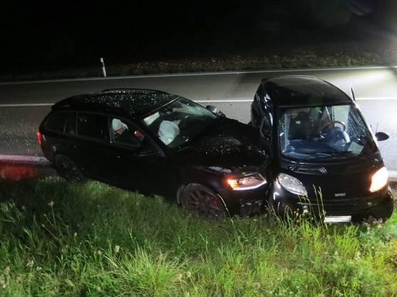 Es kam zu einer Kollision mit einem herannahenden Auto, in dem eine 56-Jährige sass.