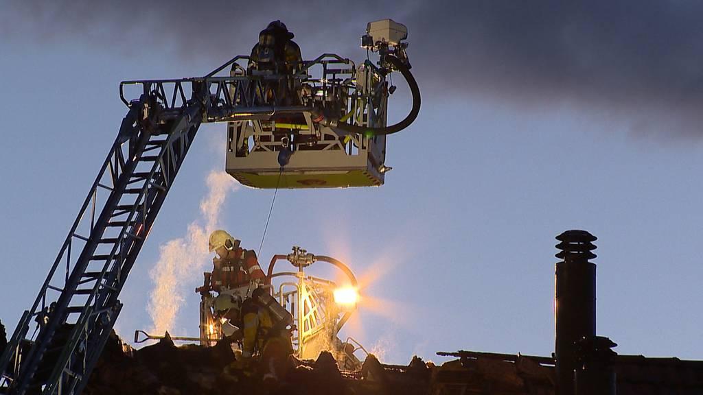 Volketswil: Dachstockbrand verursacht erheblichen Sachschaden