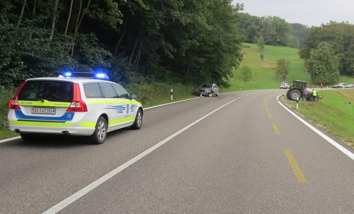 Die Mitfahrer des Mercedes, zwei Erwachsene und zwei Kinder wurden zur Kontrolle ins Spital geführt.