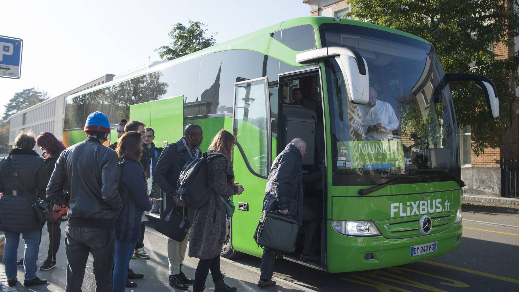 Der Flixbus ist ein beliebtes Transportmittel in der Schweiz.