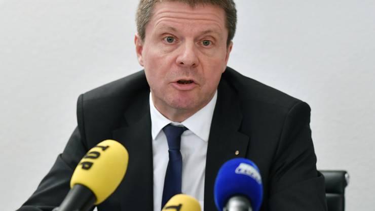GLP-Nationalrat Martin Bäumle an einer Medienkonferenz in Zürich am Donnerstag. Green Cross Schweiz orientierte über die finanzielle Schieflage der Organisation.
