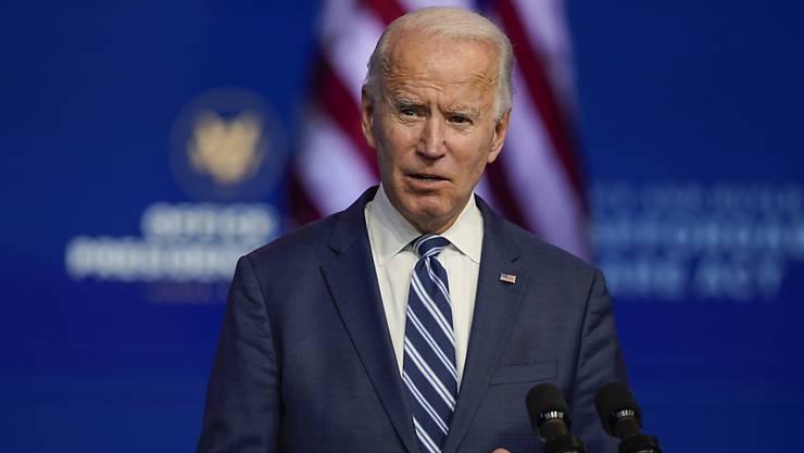 Joe Biden, Gewählter Präsident (President-elect) der USA, spricht im The Queen Theatre. Biden hat Bundeskanzlerin Angela Merkel zugesagt, die Beziehungen zu Deutschland stärken zu wollen. Foto: Carolyn Kaster/AP/dpa