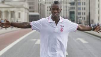 Amaru Reto Schenkel (hier beim Posieren auf der London Bridge) schielt über 200 Meter auf einen Platz im Halbfinal und den Schweizer Rekord.keystone