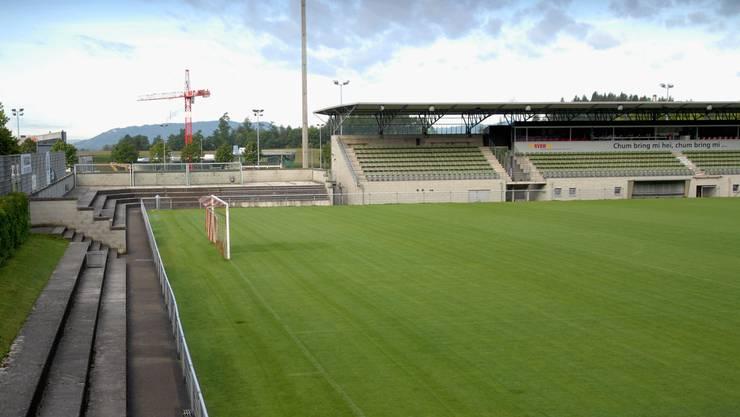 Bald ein neuer Belag? Der Einbau eines Kunstrasens im Stadion Esp würde die Stadt Baden 1,2 Millionen Franken kosten.