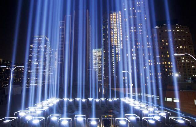 Licht erinnert  an Terror-Opfer in den zerstörten Zwillingstürmen