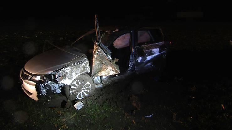 Der 33-jährige Lenker stand unter Alkoholeinfluss, als er auf der Landstrasse in Netstal die Kontrolle über sein Fahrzeug verlor und auf die Gegenfahrbahn geriet.