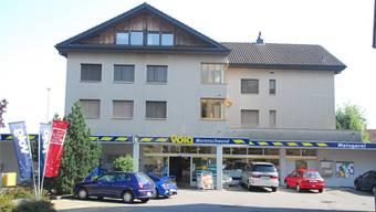 Hier hat der unbekannte Täter der Frau aufgelauert: die Volg-Filiale in Merenschwand. (Archivbild)