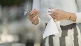 Gemeindeversammlung Brunegg: Abwaschen muss man die Weingläser auch nicht mehr, wenn es keinen Wein mehr gibt.