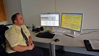 Meilenstein: Fahrdienstleiter Urs Christen behält seine Linien mit den Echtzeiten im Auge.