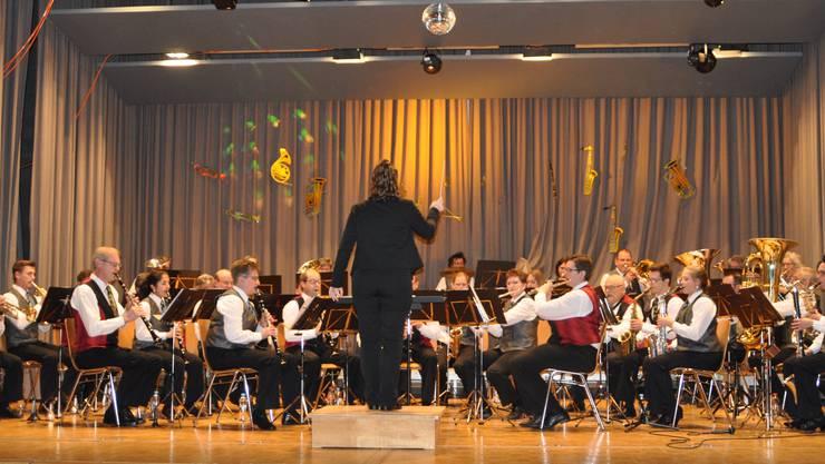 Die Spielgemeinschaft der Musikgesellschaften Dulliken und Starrkirch-Wil am Unterhaltungskonzert in Dulliken