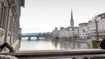 Brücke über die Limmat in der Zürcher Innenstadt.
