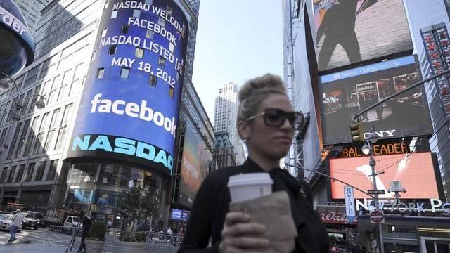 Das Facebook-Logo prangert am 18. Mai am Nasdaq-Hauptgebäude auf dem New Yorker Times Square (Archiv)