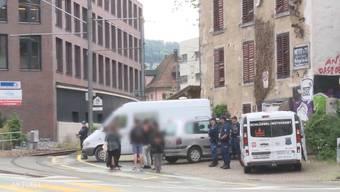 Razzia nach G20-Krawallen: Polizei sucht 27-jährigen Aargauer.