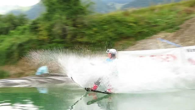 Der Skiclub Selzach zeigt wie die Waterslide funktioniert – Ausprobieren kann man es am Samstag auch selber