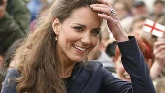 Auch Kates Eltern steuern was an die Kosten bei