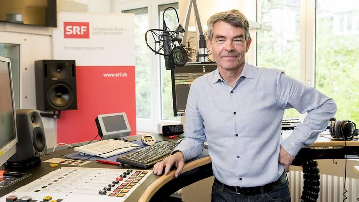 Das Studio Basel zieht um. Auch er muss die Zügelkisten packen: Dieter Kohler, Leiter des Regionaljournals Basel Baselland.