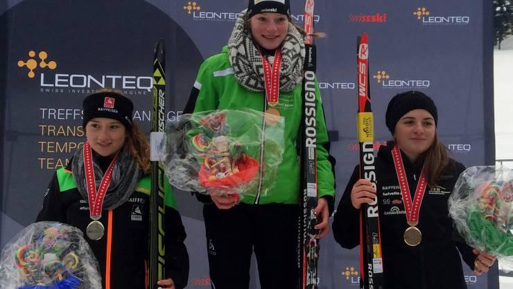 Seraina König (rechts) auf dem Siegerpodest an den Schweizermeisterschaften.