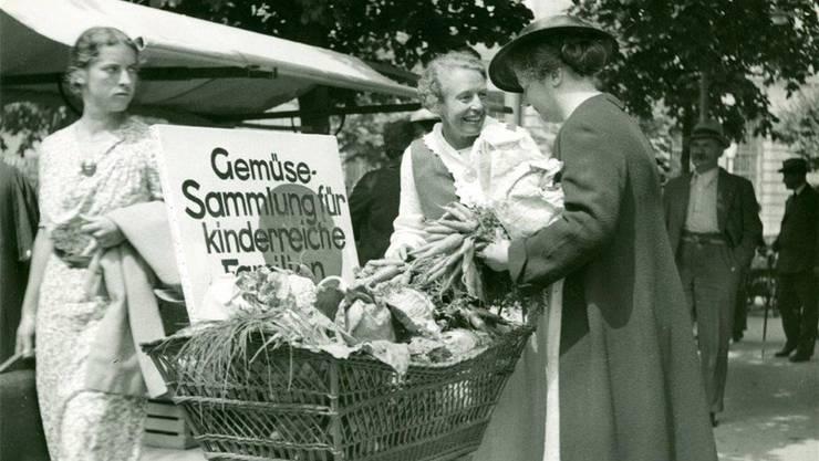Gemüsesammlungen für bedürftige Familien zählten im 1. und 2. Weltkrieg zu den Aktivitäten der Frauenzentrale Zürich.