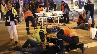 """In der französischen Stadt Dijon hat ein Mann am Sonntagabend sein Auto unter """"Allahu Akbar""""-Rufen in Fussgängergruppen gesteuert."""