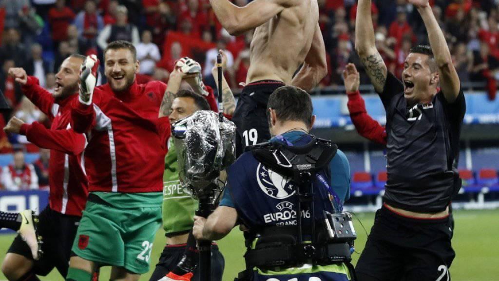 Kollektive Glückseligkeit: Die Albaner feiern ihren Sieg gegen Rumänien