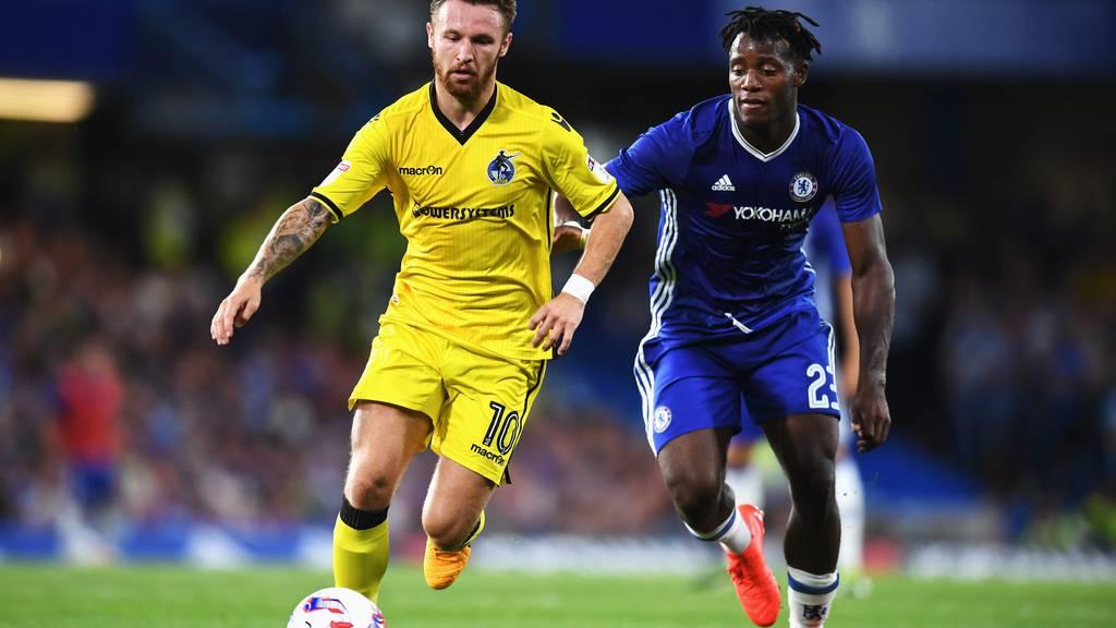 Matty Taylor (hier im Zweikampf mit Chelseas Michy Batshuayi) wird nicht mehr für die Rovers spielen.