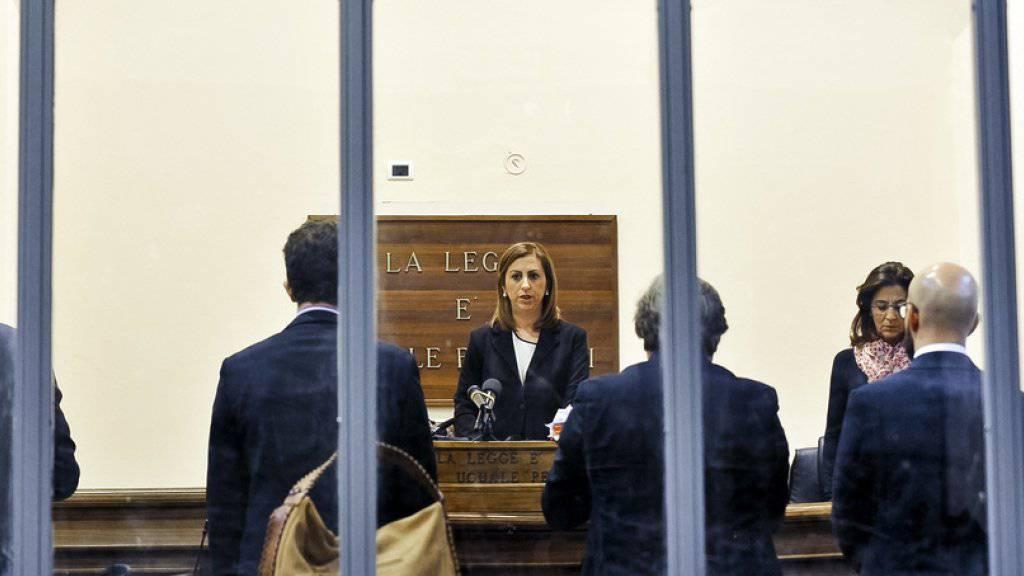 Richterin Daniela Monaco Crea verlas am Dienstag das Urteil gegen zwei Schlepper der schwersten Flüchtlingskatastrophen im Mittelmeer mit Hunderten Toten.  Der tunesische «Kapitän» des Schiffes bekam 18 Jahre Haft, sein Helfer 5 Jahre.