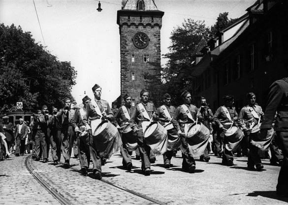 Das französische 34. Regiment vor dem St. Johannstor in Basel, 28. Juni 1945.
