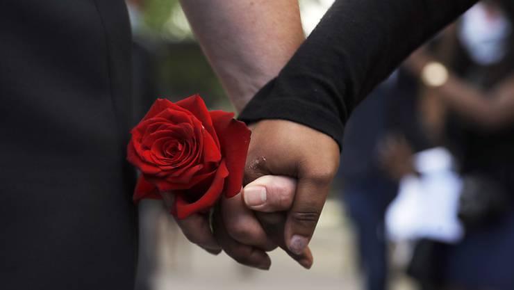 Trauergäste nehmen Abschied von George Floyd, der in Minneapolis nach brutaler Polizeigewalt gestorben war. (Symbolbild)
