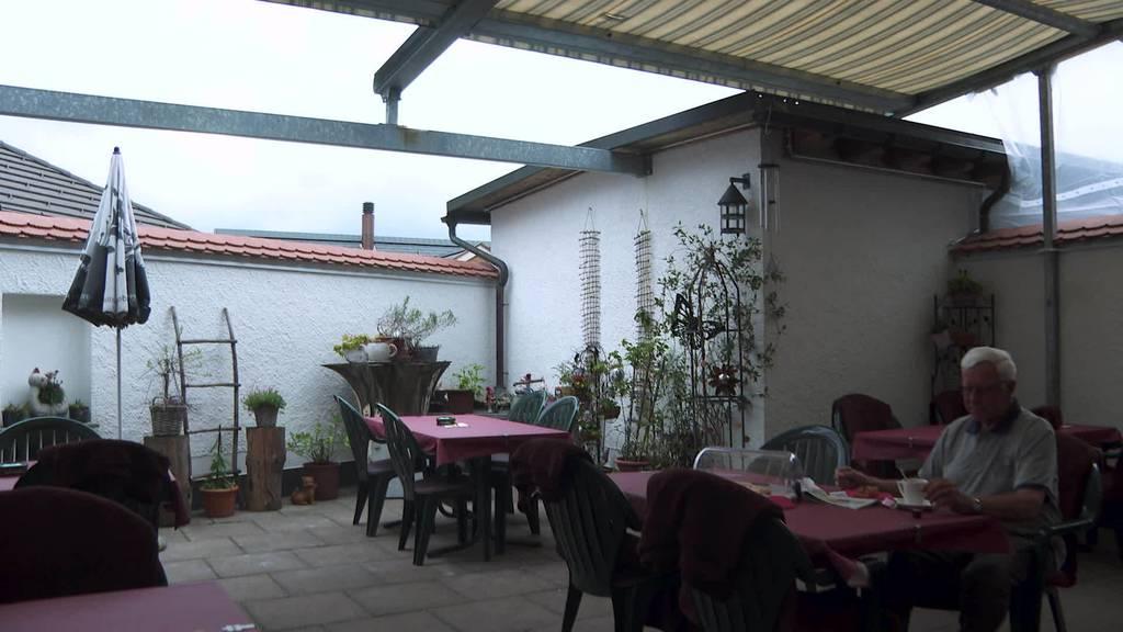 Regen und Kälte: Gastronomen müssen Terrassen schliessen