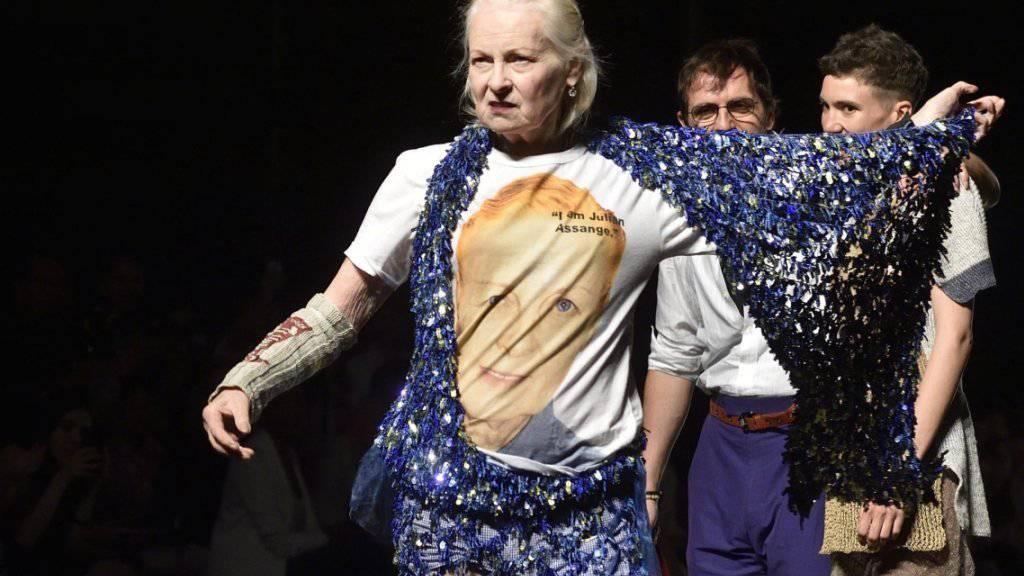 Modeschöpferin Vivienne Westwood in ihrem Assange-Solidaritäts-T-Shirt.