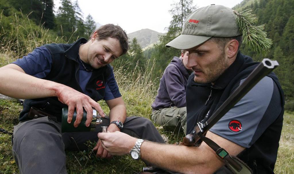 Eine Schnaps-Idee? Tierschützern fordern eine Alkoholgrenze auf der Jagd.