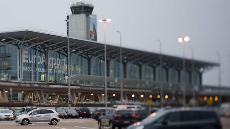 Der EuroAirport zählte von Januar bis Juni 3'425'582 Fluggäste. (Archiv)