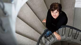 Die Schriftstellerin Pascale Kramer im Treppenhaus der ETH Zürich, wo sie dieses Semester mehrere Gastvorlesungen zu ihrer Literatur hält. Bild: Severin Bigler
