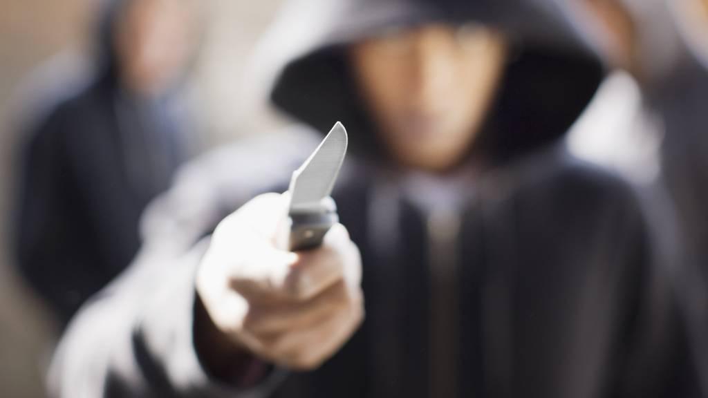 Ein Mann attackierte einen anderen Mann mit einem Messer. (Symbolbild)