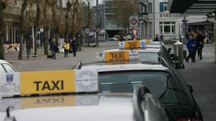 Dietikons Taxis fahren gut mit ihrer Verordnung, freuen sich aber auf eine kantonale Regelung.