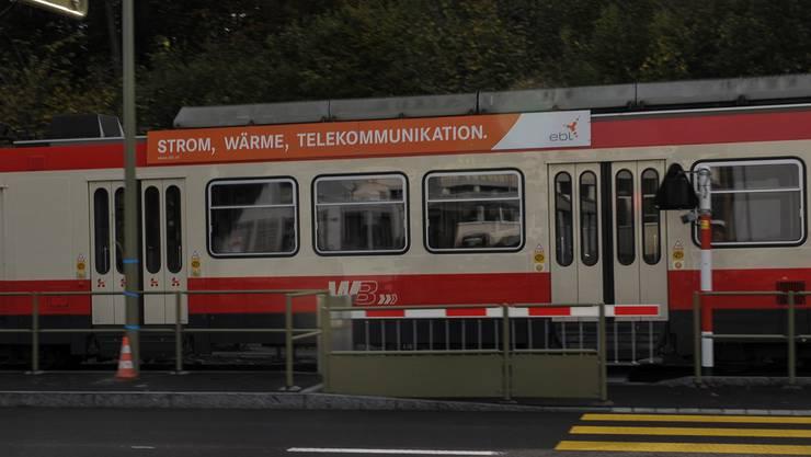 Seit einiger Zeit befindet sich am Bahnübergang Hirschlang in Niederdorf eine Schrankenanlage.