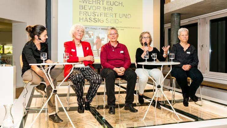 «Wehrt euch, bevor ihr frustriert und hässig seid!» So heisst das Buch von den Autorinnen Madeleine Marti (ganz rechts) und Corinne Rufli (ganz links). Von links nach rechts: Corinne Rufli, Silvia Dingwall, Andrea Achatz, Heidi Hug und Madeleine Marti.