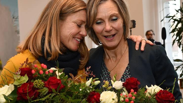 Maya Graf (rechts), neue Grünen-Ständerätin des Baselbiets, mit Florence Brenzikofer, der nachrückenden Nationalrätin.